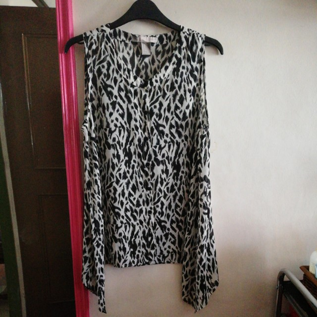 FOREVER 21 - B & W Top