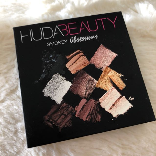Huda beauty Smokey obsession eyeshadow palette