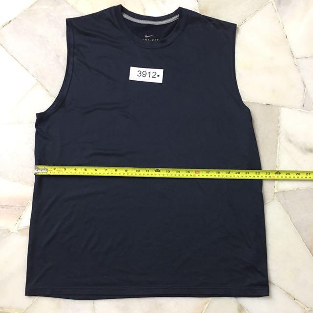 Nike t-shirt size XL no 3912