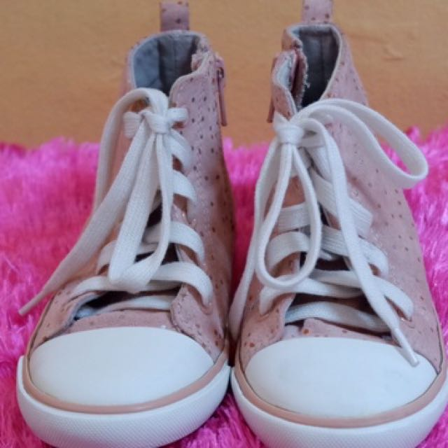 Old Navy toddler girl's high cut rubbershoes