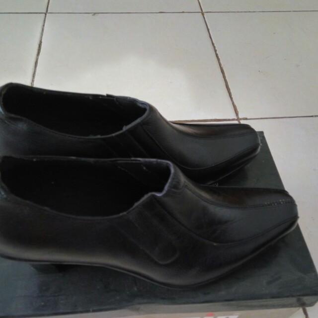 Sepatu kulit Marc Stuart