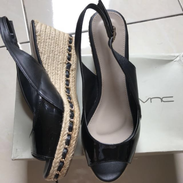 Sepatu VNC Black size 7 (38)