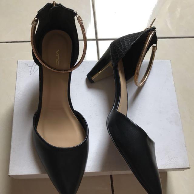 Sepatu VNC Black size 8 (39)