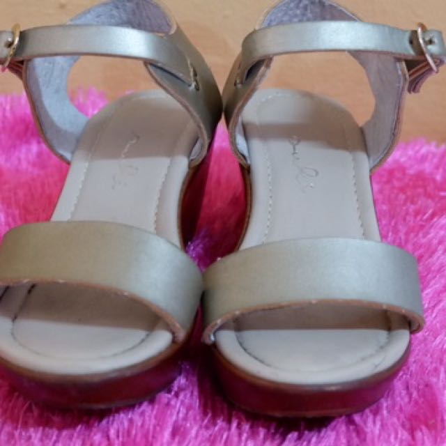 Suki wedge sandals for girls