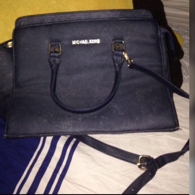 7dece9be4bcd Tas michael kors selma navy, Women's Fashion, Women's Bags & Wallets on  Carousell