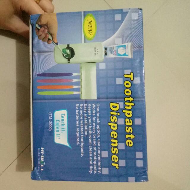 Toothpaste dispenser tempat odol sikat gigi