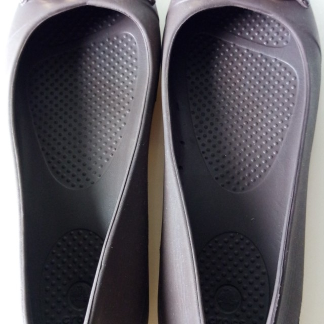 11add45f0 Used Crocs flat shoe to let go, Women's Fashion, Shoes on Carousell