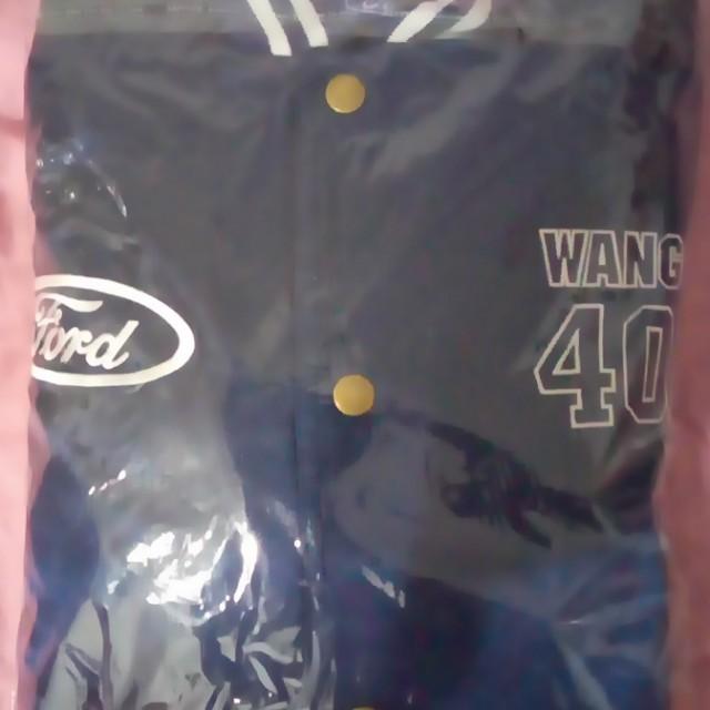 全新,王建民棒球外套,XL,800元。