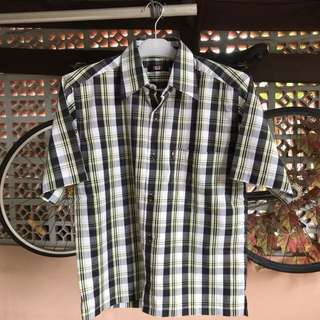 Short sleeve plaid shirt, very good condition 👍🏽