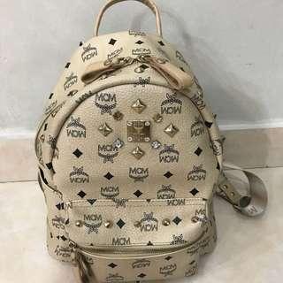 MCM backpack medium (READ FAKE)
