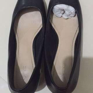 Black list gold heels VNC