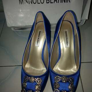 Manolo Blahnik blue electrik