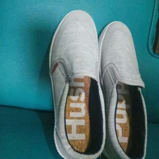 Sepatu Hush Puppies grey