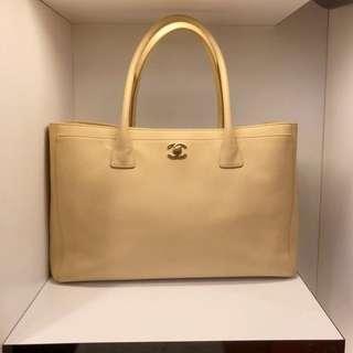 正品 90%新 Chanel A4 杏色上膊袋 連長帶