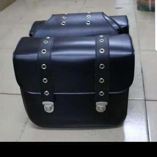 Metal Clip Leather Saddle Bag