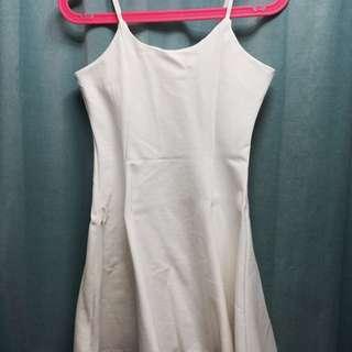 $58 白色吊帶短裙