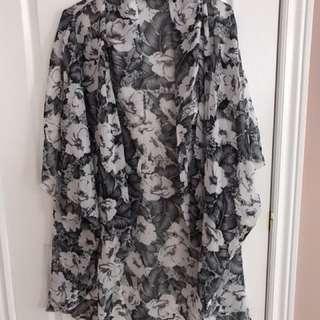 Grey kimono size medium