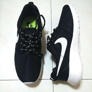 INSTOCKS BNIB Nike Roshe Run Shoes