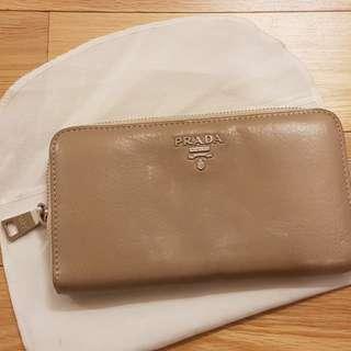 Prada beige wallet 長銀包