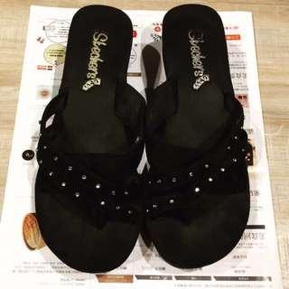 Skechers楔型高跟涼鞋