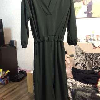 綠色v領顯白洋裝