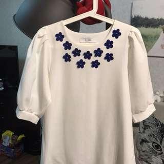 白色小藍花朵洋裝上衣