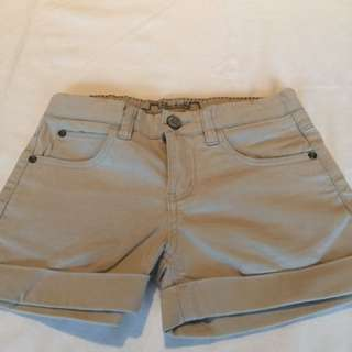 New chateau de sable shorts size 10 Years