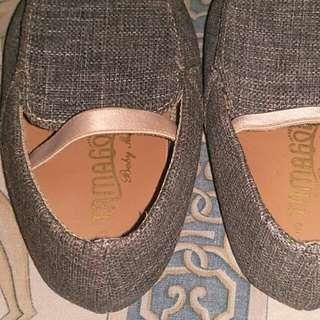 Sepatu tamagoo