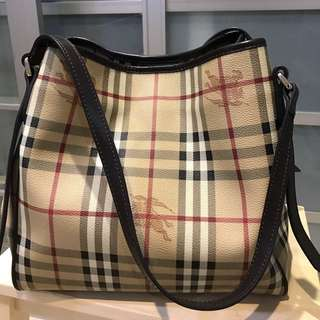 Burberry Haymarket come with dustbag and authentic card
