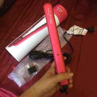 Nume Silhouette Hot Pink Straightener