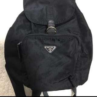 Prada經典款尼龍mini背包