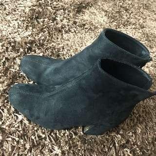Sepatu boots Stradivarius