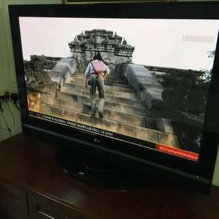 LG 42inch Plasma TV with Wall Mount
