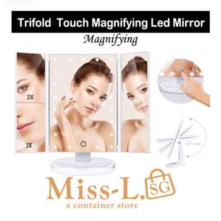 🦄TRIFOLD TOUCH MAGNIFYING LED MIRROR