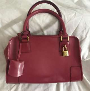Authentic Loewe Bag, 80%new, conditions as pic size 28*17*10cm