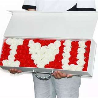 Valentine's Best Buy ! 99 Stalk Scented Roses In Elegant Gift Box (2designs Available) add LED light $3