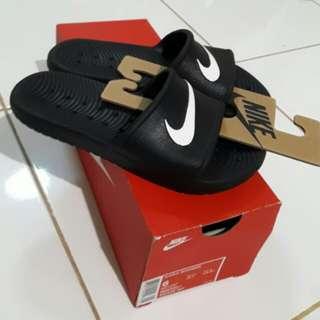 Authentic Nike Kawa Shower size 6! Unisex