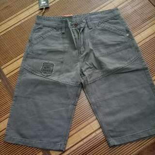 Celana pendek size 34,35