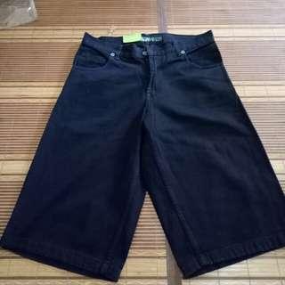 Celana pendek hitam polos size 34,35