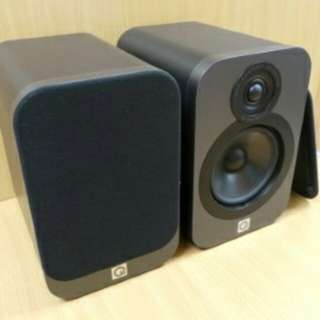 Q acoustics bookshelf speakers 1 pair (3020) &  Centre Speaker (3090)