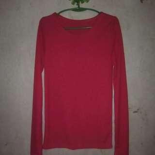 Red sweat shirt.