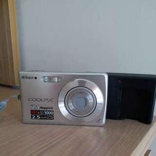 Nikon 7.1 megapixels camera