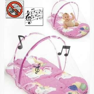 Katil mini bayi dengan muzik