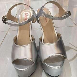 Sepatu heels silver