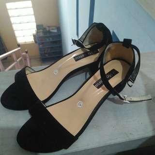 strap heels hitam