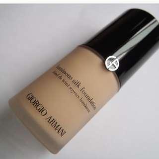 Giorgio Armani luminious silk foundation in 5, medium (neutral)