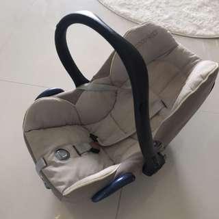 Maxi Cosi Cabriofix car seat / bassinet