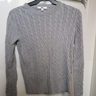 Uniqlo Gray Knitted Sweater