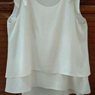 Baju neu'Mor putih tulang