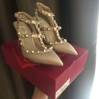 FASTSALE! valentino rockstad heels size 9 authentic